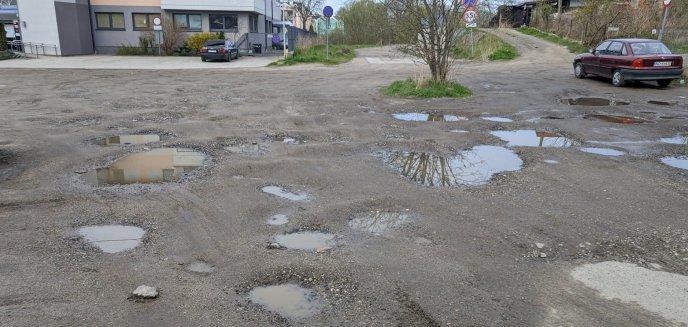 Artykuł: Mieszkańcy Jarot mają dość dziur na ul. Dolnej