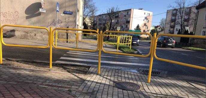 Drogowcy zlikwidowali istotne przejście dla pieszych w centrum Biskupca. Mieszkańcy niezadowoleni