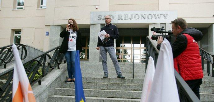 Artykuł: Protestowali pod sądem w obronie represjonowanych sędziów [ZDJĘCIA]