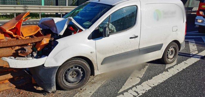Artykuł: 24-letni kierowca citroena uderzył w barierkę na S51 pod Olsztynkiem [ZDJĘCIA]