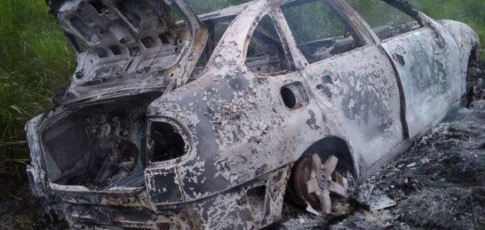 Artykuł: Na drodze polnej pod Olsztynem doszczętnie spłonęło auto [ZDJĘCIA]