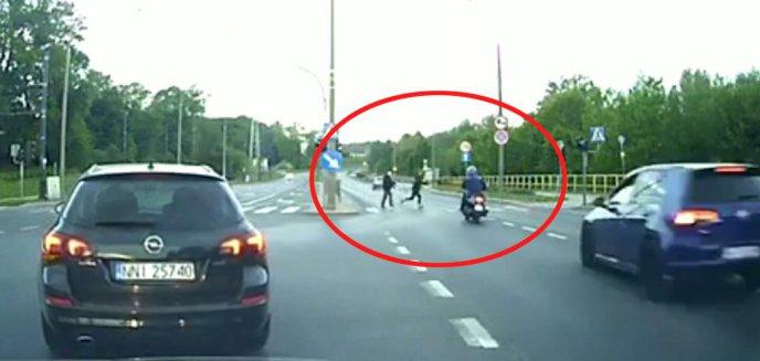 Artykuł: Wypadek na ulicy Tuwima w Olsztynie. Dwie osoby ranne [ZDJĘCIA, WIDEO]