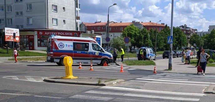 Wypadek przy Lidlu na Jarotach! 69-latka potrąciła młodą kobietę na przejściu dla pieszych