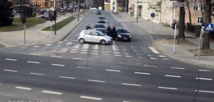 Artykuł: Akcja policji na ul. Knosały w Olsztynie. 30-letni kierowca zemdlał w trakcie interwencji
