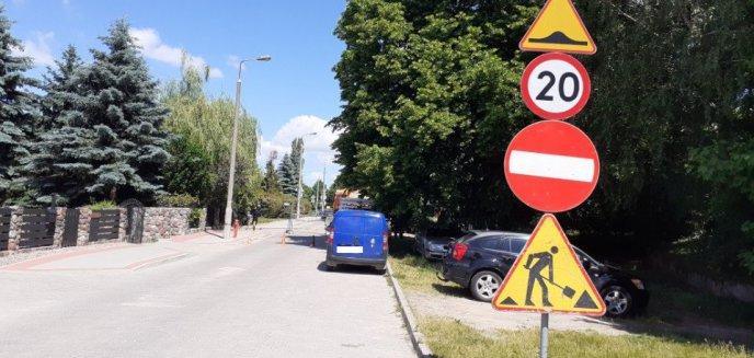 Artykuł: Drogowcy zamknęli ulicę na os. Mleczna. Bezprawnie