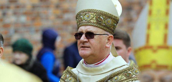 Artykuł: Arcybiskup Józef Górzyński odwołał dyspensę od uczestnictwa w nabożeństwach