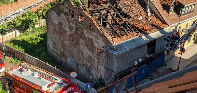 Artykuł: Pożar kamienicy na olsztyńskiej starówce. Akcja strażaków trwała kilka godzin