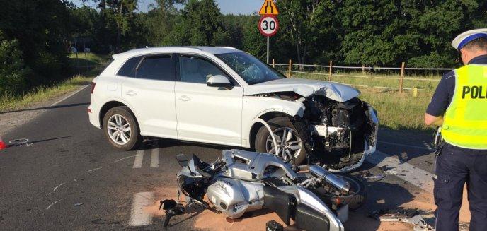 Wypadek pod Olsztynem. 59-latka w audi potrąciła motocyklistę