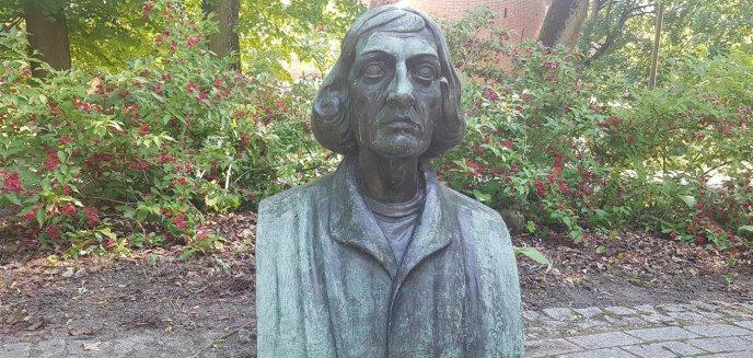 Pomnik Mikołaja Kopernika został uszkodzony  [ZDJĘCIA]