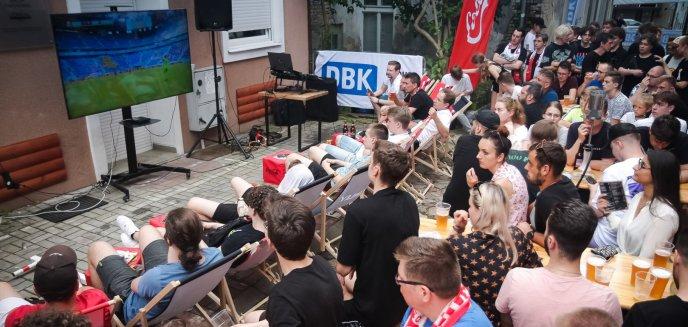Artykuł: Chociaż znowu polscy piłkarze odpadli z wielkiej imprezy, kibiców w Olsztynie nie brakowało [ZDJĘCIA]
