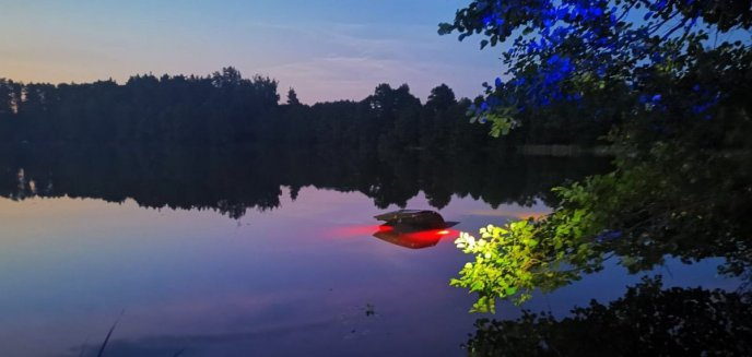 Artykuł: Gmina Olsztynek. 41-letni mieszkaniec Warszawy kompletnie pijany wjechał autem do jeziora [ZDJĘCIA]