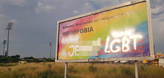 Artykuł: ''Jeb** LGBT'' na bannerze przy al. Piłsudskiego w Olsztynie