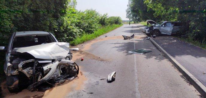 Artykuł: Wypadek pod Olsztynem. 37-letni kierowca opla czołowo zderzył się z suzuki