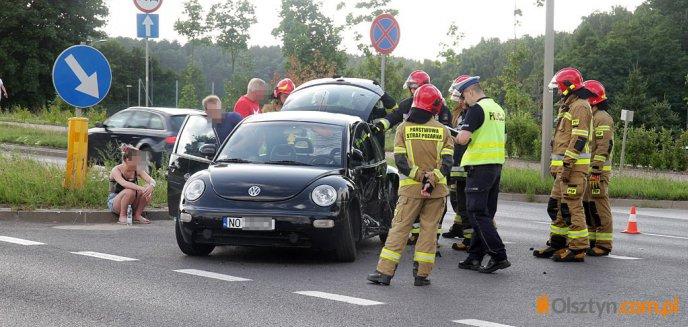 Artykuł: Groźne zdarzenie drogowe na skrzyżowaniu ulic Sielskiej i Miłej w Olsztynie [ZDJĘCIA]
