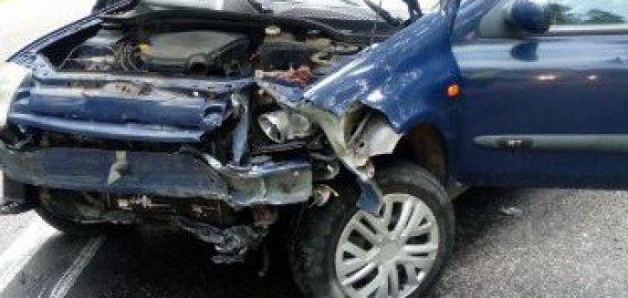 Artykuł: Wypadek pod Olsztynkiem. Zderzyły się dwa auta i motocykl [ZDJĘCIA]