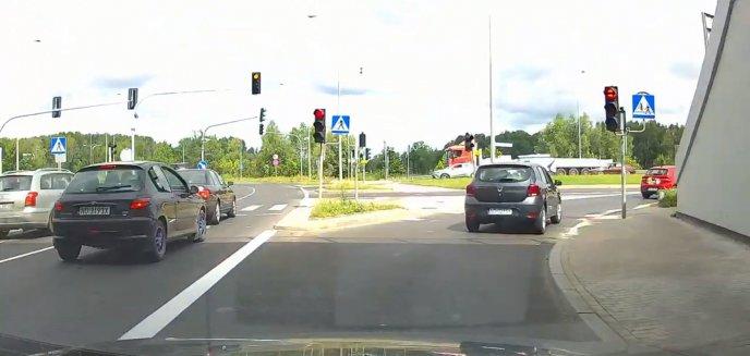 Artykuł: Czytelnik zbulwersowany zachowaniem kierowców: ''W ciągu godziny aż trzy przejazdy na późnym żółtym'' [WIDEO]