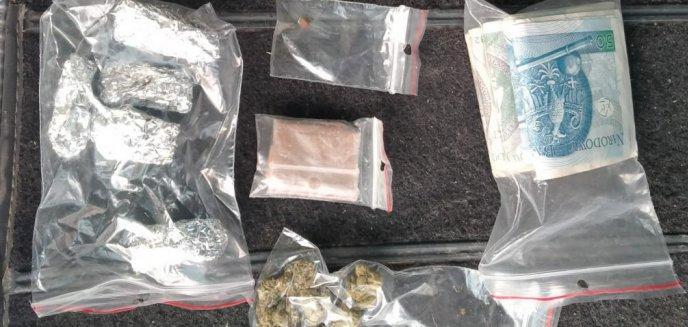 Artykuł: Nerwowy 22-latek palił w aucie marihuanę, miał też przy sobie ''tynk murarski''
