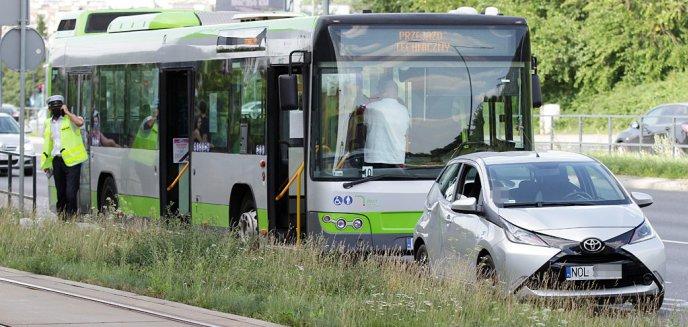 Artykuł: Uderzyła w autobus miejski pod Galerią Warmińską [ZDJĘCIA]