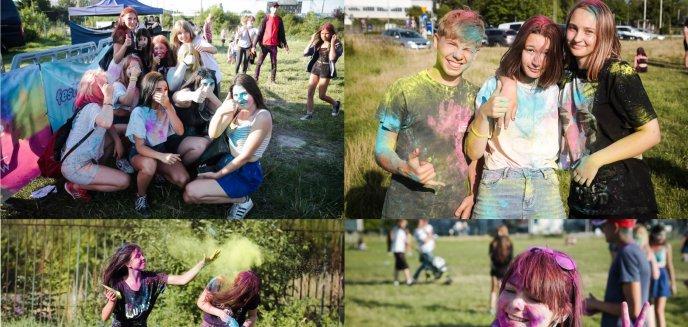 Artykuł: Kolor Fest. Przy dźwiękach Ekipy młodzi ludzie bawili się na święcie kolorów [ZDJĘCIA]