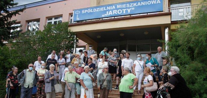Artykuł: Wściekli mieszkańcy chcą dymisji zarządu SM Jaroty [ZDJĘCIA]