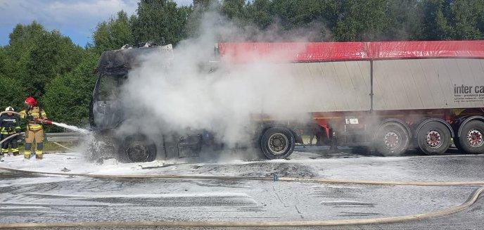 Artykuł: Pożar samochodu ciążarowego na S51 na wysokości Miodówka [ZDJĘCIA]