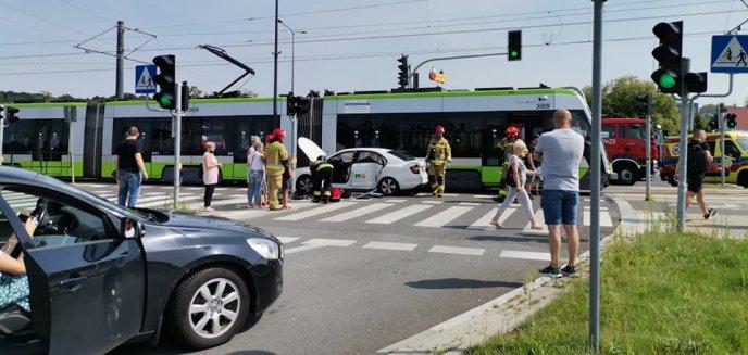 Artykuł: 34-letnia kierująca skodą zderzyła się z tramwajem na al. Sikorskiego w Olsztynie