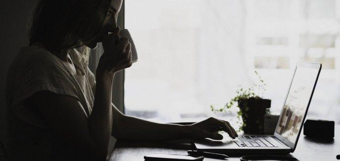 Artykuł: Czy płeć piękna jest łatwym celem oszustów internetowych? Dwie młode kobiety z Olsztyna straciły łącznie 3 tys. zł
