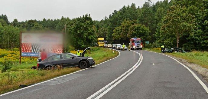 Artykuł: Wypadek na DK 16. 36-letnia kobieta kierująca skodą zderzyła się z volkswagenem