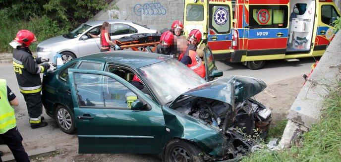 Artykuł: Pijany kierowca volkswagena na ostródzkich tablicach uderzył w wiadukt na ul. Lubelskiej. Są ogromne korki! [ZDJĘCIA]