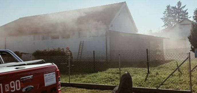 Pożar w lakierni pod Olsztynem. Ewakuowano pracowników [ZDJĘCIA]