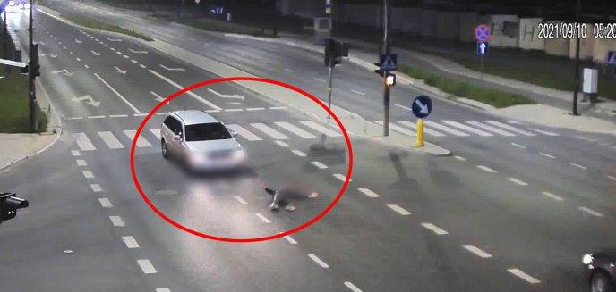 Wypadek na ul. Leonharda. 32-letni kierowca opla potrącił pieszego [WIDEO]