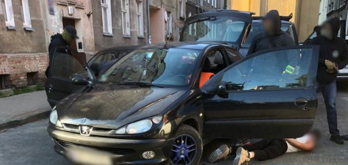 Wracamy do tematu akcji policji na olsztyńskim Zatorzu. Zatrzymany to 29-letni recydywista