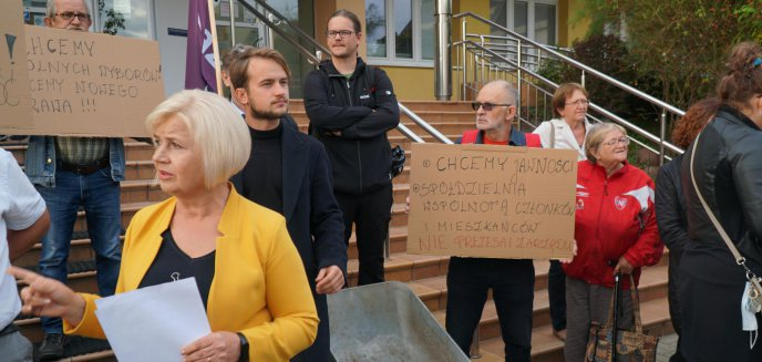 Artykuł: Mieli wywieźć prezesa SM Jaroty na taczce. Ten jednak zdążył odjechać [ZDJĘCIA]