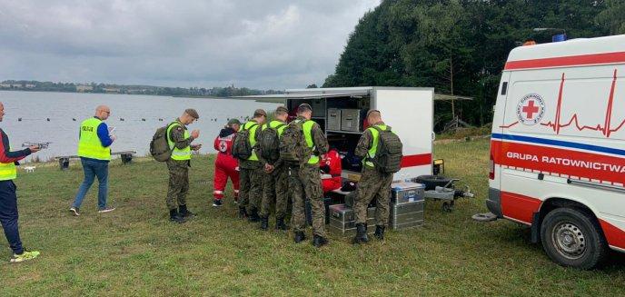 Artykuł: Tragiczny finał poszukiwań 27-latka z Mazowsza. Ciało znaleziono w jeziorze Klebarskim