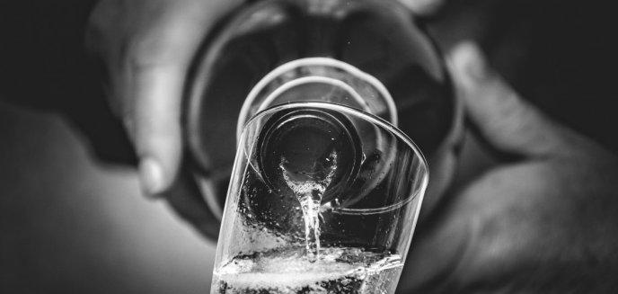 Artykuł: Patologia w centrum Olsztyna. 35-latka w ciąży, kompletnie pijana, a do tego czwórka dzieci. Partner też pijany