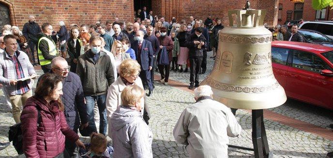 Artykuł: ''In vitro to zabójstwo seryjne''. Przed olsztyńską katedrą stanął dzwon ''Głos nienarodzonych'' [ZDJĘCIA, WIDEO]