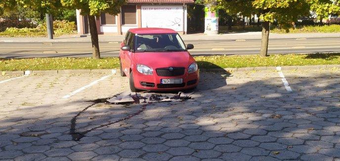 Niebezpieczne dla środowiska auto pod szkołą muzyczną? Właściciel pojazdu ''nabawił się'' problemów