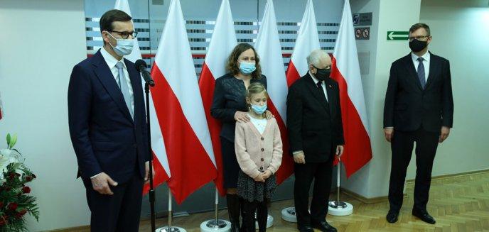 Artykuł: Premier Mateusz Morawiecki i prezes PiS Jarosław Kaczyński w Olsztynie odsłonili tablicę wybitnej olsztynianki [ZDJĘCIA]