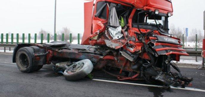 Artykuł: Niebezpieczne zderzenie ciężarówek na ''siódemce''