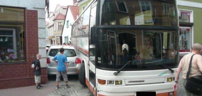Artykuł: Pijany kierowca autobusu taranował wszystko, co stało mu na drodze