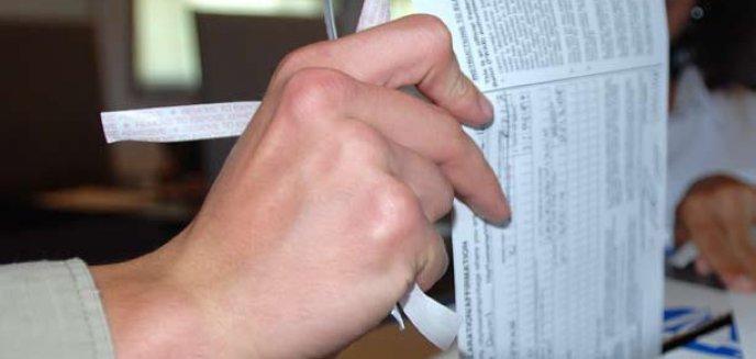 Artykuł: Wybory samorządowe w cieniu ''afery z krzyżem''?