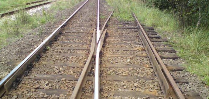 Rozkręcił tory kolejowe, po których regularnie kursują pociągi