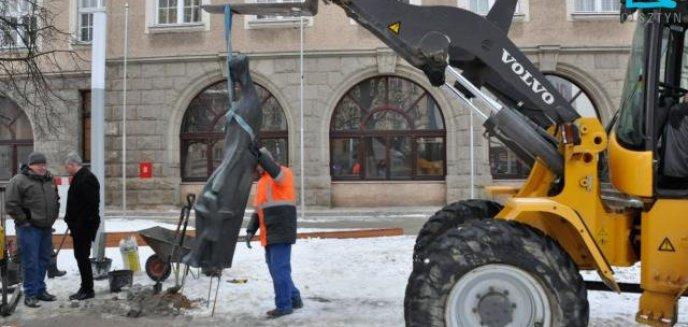 Artykuł: Rzeźba wróciła na plac przed ratuszem
