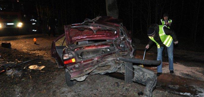 Artykuł: Wyciągnęli trzech mężczyzn z płonącego samochodu