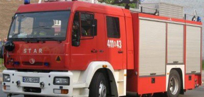 Artykuł: Płonący TIR blokuje drogę