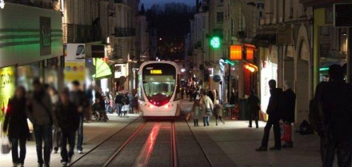 Artykuł: Przystanki tramwajowe - drugie starcie mieszkańców z projektantami