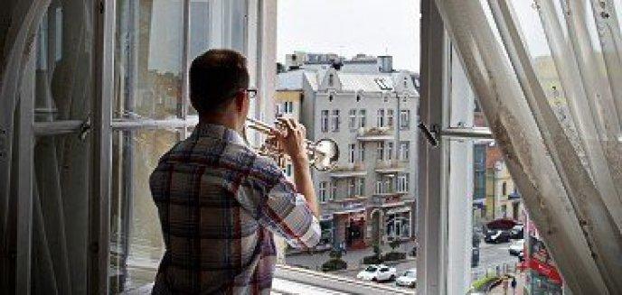 Artykuł: ''Wstaje dzień i ja chcę to zobaczyć'' - niezwykły koncert zainspirowany niecodziennym życiem osób niewidomych